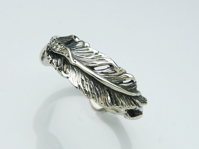TWIST FEATHER RING